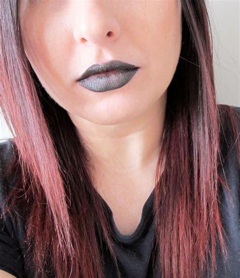Lip Liner Viva how to wear mac rihanna viva glam ii lipstick