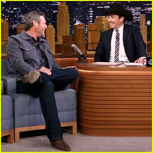 shelton i ll name the dogs jimmy fallon serenades shelton with i ll name the dogs on tonight