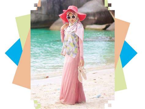 Kaos Cewek Yang Lagi Kekinian Motif Tulisan Fokus cara til stylish di pantai untuk cewek berhijab