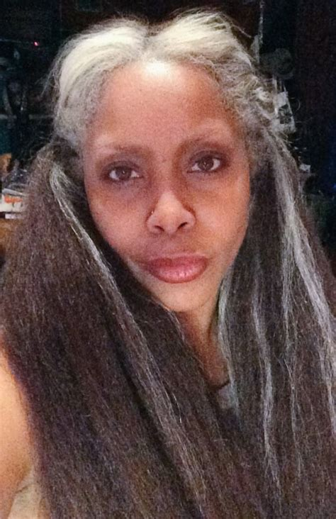 find actress that had a natural gray streak in front erykah badu shares a selfie showing off her lovely grey