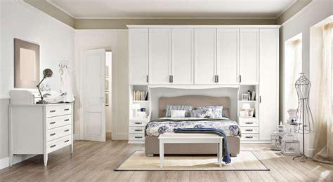 spalnya  svetloy mebelyu  foto interera spalni