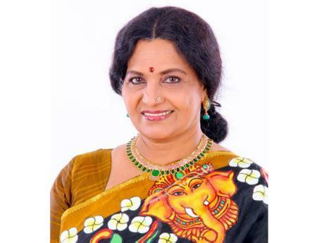 artist namboothiri biography malayalam actress sreelatha namboothiri spicy actress photo