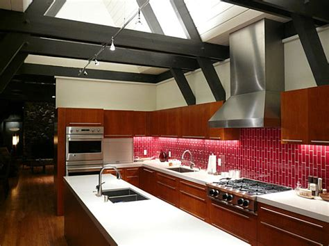 Red Kitchen Backsplash by How To Decorate With Shades Of Red