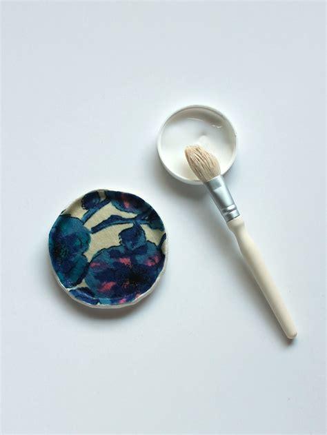 Decoupage Jewelry - diy tutorial fabric decoupage jewelry dishes sew diy
