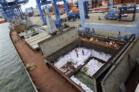 shipping boat to panama suspicious ship in the panama canal cuba admits arms
