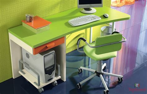 ordinario Cameretta Per 3 Bambini #2: scrivania-moderna-cameretta-ragazzi-colorata.jpg