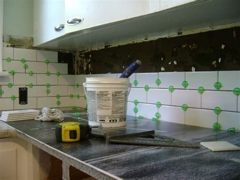 Kitchen Tile Backsplash Installation How To Install A Tile Backsplash Myartyhouseideas