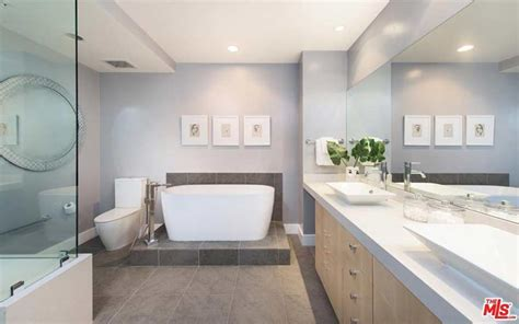 kendall jenner bathroom kendall jenner is selling her 163 1 25million los angeles