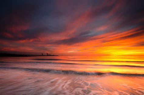 imagenes de paisajes grises cielo naranja en el mar hd 2048x1356 imagenes