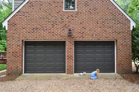 Painting Garage Door Black by Best 25 Black Garage Doors Ideas On Painted