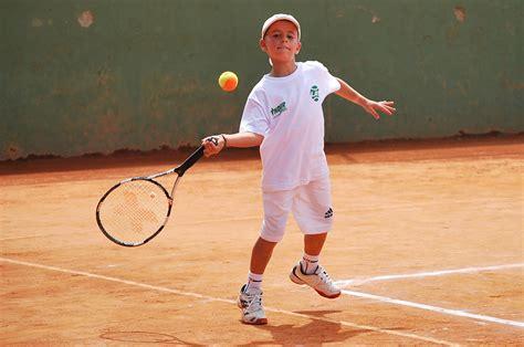 imagenes niños jugando tenis tom 225 s cardona figura antioque 241 a en el internacional
