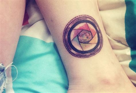 aperture tattoo lens with a color wheel as its aperture tattoos