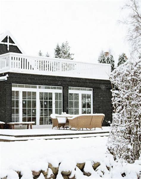 veranda holzboden pin adventskranz mit frischem gruen on