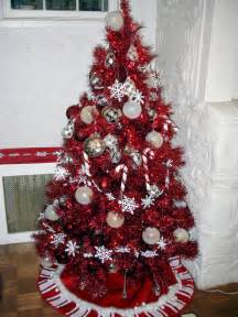 There is no better way to have a retro christmas than with a red tree
