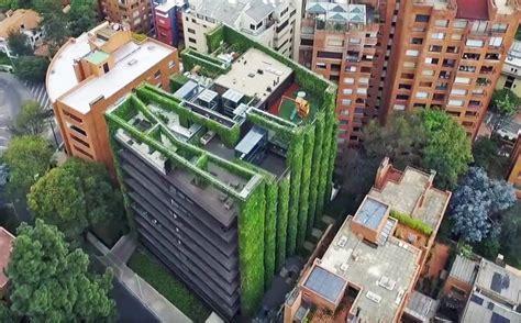 Vertical Garden Architecture The World S Largest Vertical Garden Blooms With 85 000