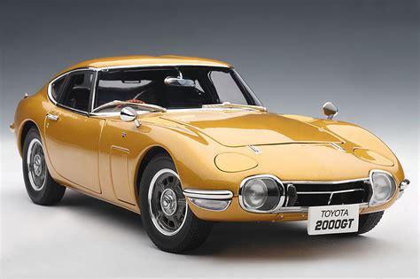 autoart toyota 2000gt autoart toyota 2000 gt coupe gold 78749 in 1 18 scale