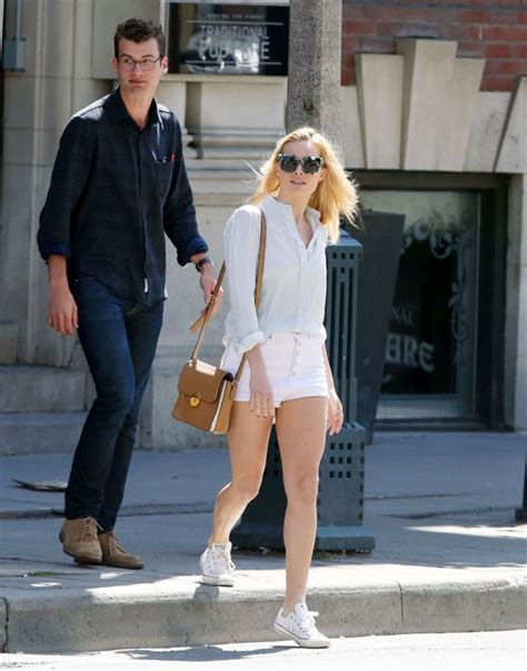 margot robbie in jeans margot robbie in jeans shorts 12 gotceleb