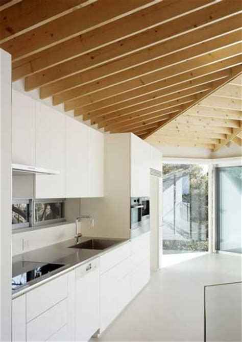 Couleur Poutres Au Plafond by Cuisine Blanche D 233 Co Design Et Plafond Avec Poutres En Ch 234 Ne