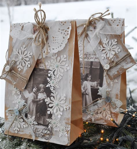 Ellinee The Paper Snowflake - pretty paper pretty ribbon on gift wrapping