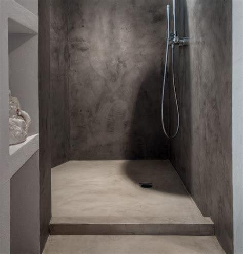 bagni in microcemento alternativa piatto doccia con rivestimento in microcemento