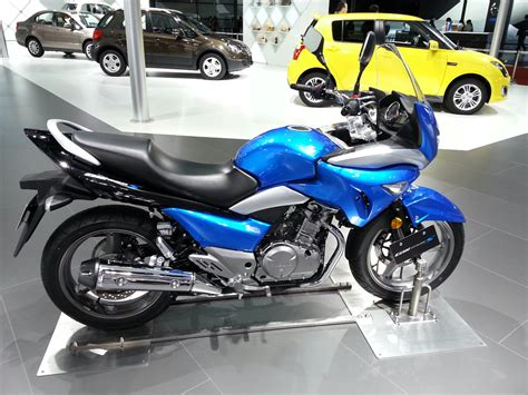 Suzuki Gw250s Suzuki Inazuma Gw250s Semi Faired Bike Greets The