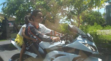 Helm Anak Sd mirip sinetron bocah sd cowok cewek pelukan naik motor