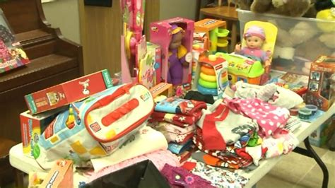 Food Pantry Belleville Il by Presents For Needy Children Stolen From Food
