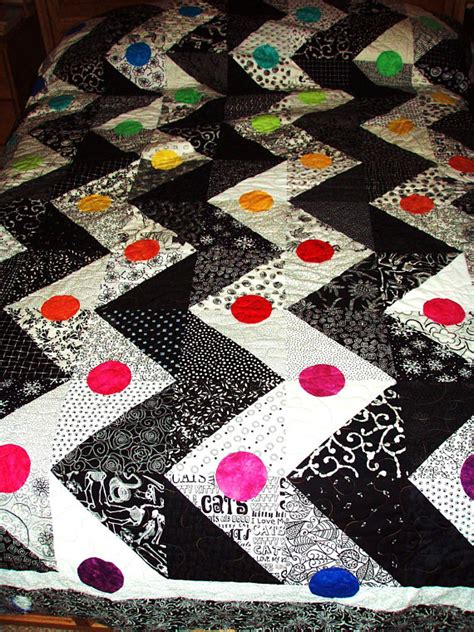 rainbow zig zag quilt pattern king size quilt black and white zigzag pattern with a rainbow
