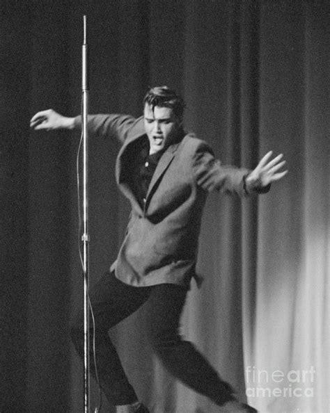 116 besten elvis the best only bilder auf elvis 1956 photograph by the phillip harrington