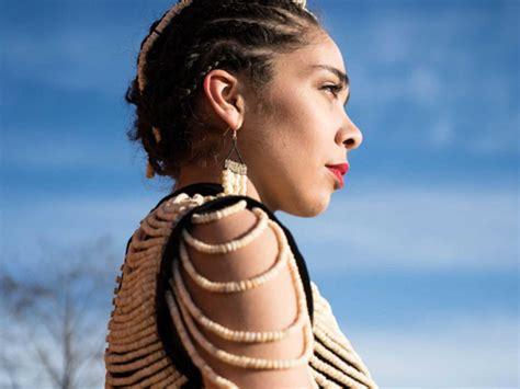 Gaun Tulang kreatif wanita ini sulap tulang salmon jadi gaun yang