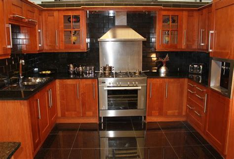 cherry oak kitchen cabinets kitchens with oak cabinets kitchen cabinets leeds
