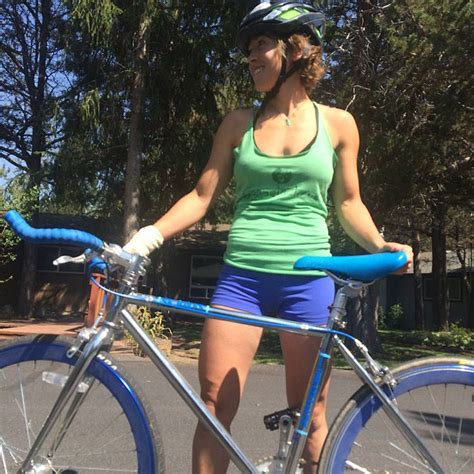 hot female bicycle riders a fixie will make you a better biker gearjunkie