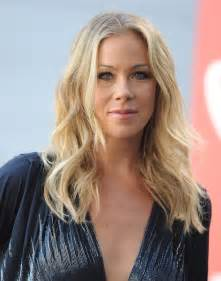 hair cut dizziness christina applegate long wavy cut long wavy cut lookbook