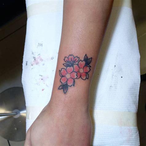 fiori di pesco tatoo tatuaggio fiori di pesco perch 233 sceglierlo come