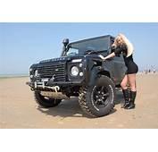 Land Rover Defender  Ridingirls