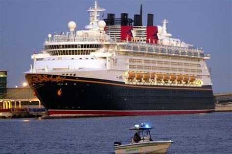 disney magic boat crew snorting cocaine on disney cruise pictures