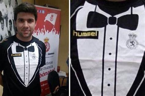 Dasi Kupu Kupu Elegan Bermotif Custom satu harapan jersey klub spanyol ini lengkap dasi kupu kupu