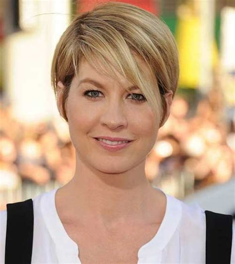 short hair for round faces in their 40s 15 short straight hairstyles for round faces short