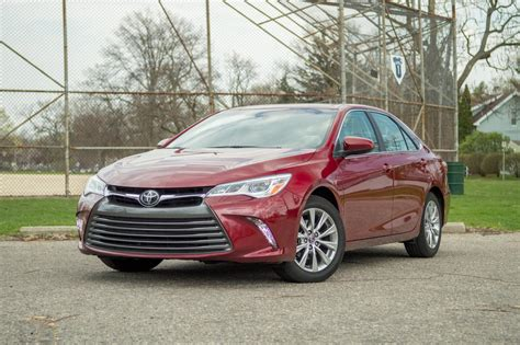 2016 Toyota Camry 2 5 G At 2016 toyota camry xle v6 the best at being average