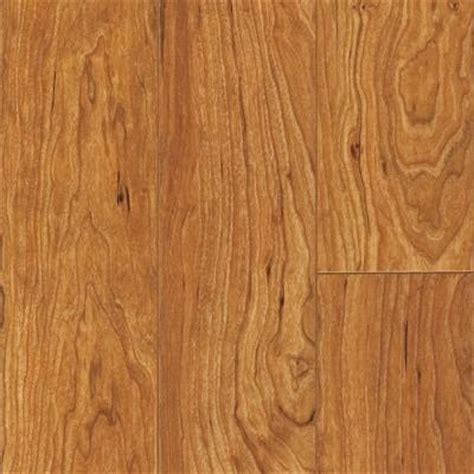 pergo xp kingston cherry laminate flooring 5 in x 7 in take home sle pe 882895 the home
