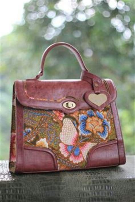 Tas Kulit Putih Vintage Vintage White Leather Bag phyton bags from batik material made in indonesia