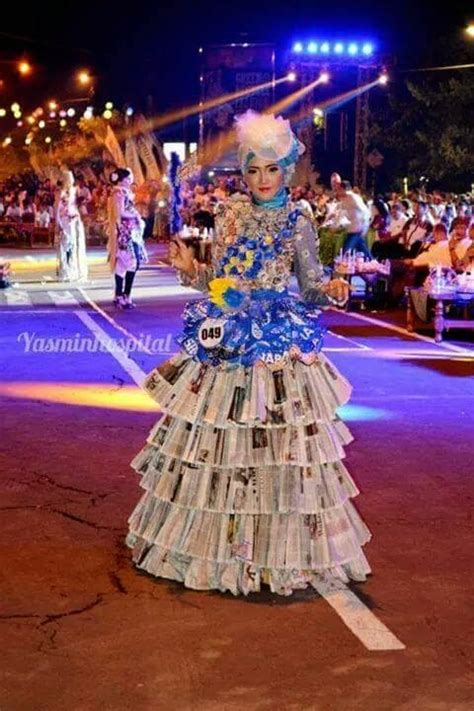 Baju Re Cycle green recycle fashion parade busana dari bahan daur