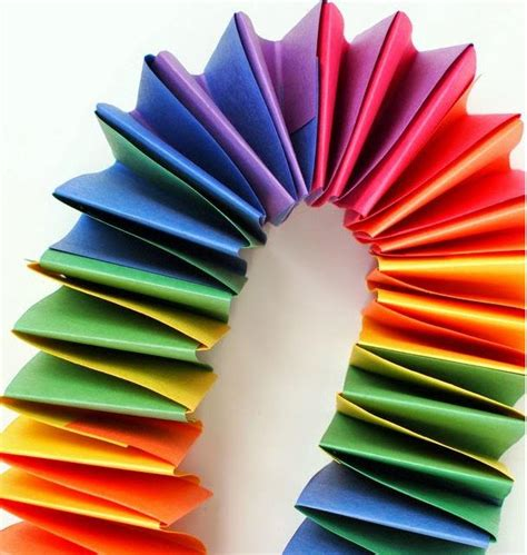 Folded Paper Garland - slinky rainbow folded paper garland allfreepapercrafts