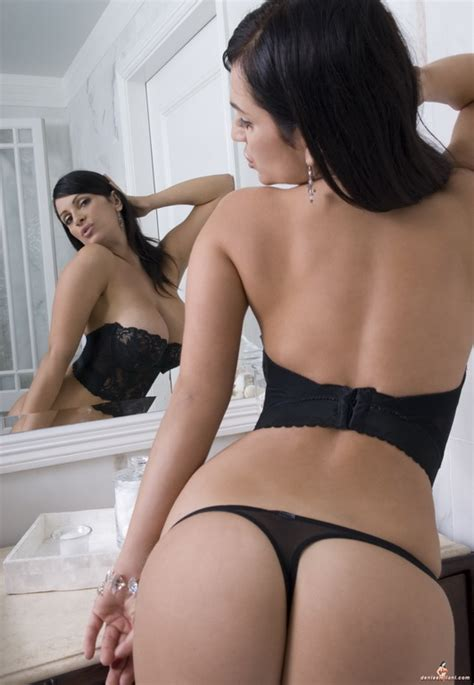 denise milani bathroom meteoric gallery gt celebrities gt female celebrities