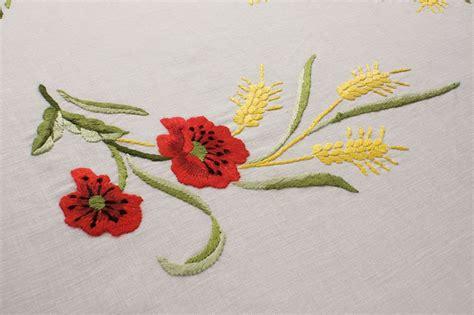fiori ricamo tovaglia lino ricamata fiori papaveri spighe familia service
