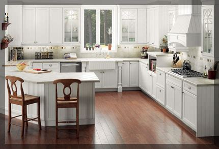 G Shaped Kitchen   KraftMaid Cabinetry