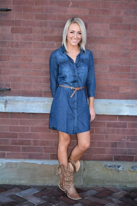 blue jean dress with boots button up denim dress with brown sted belt estilos