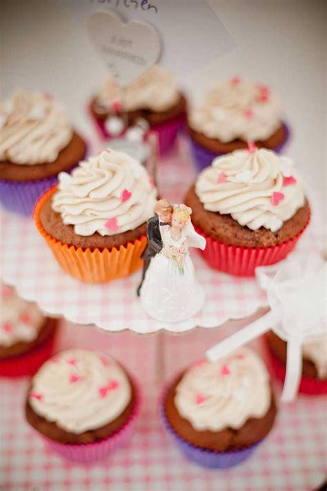 Hochzeitstorte Zweifarbig by Statt Hochzeitstorte Backen Sie Cupcakes Usa Kulinarisch