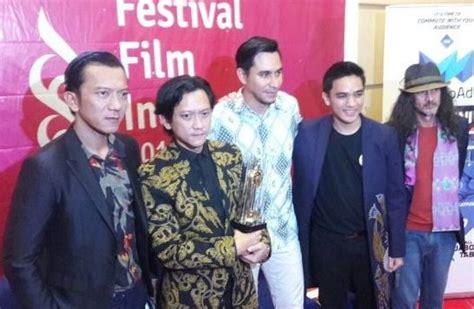film indonesia night bus quot night bus quot dianugerahi film terbaik ffi 2017 menara62