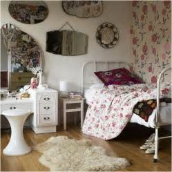 Vintage Girls Bedroom this is a true vintage style teen girls bedroom check out the old
